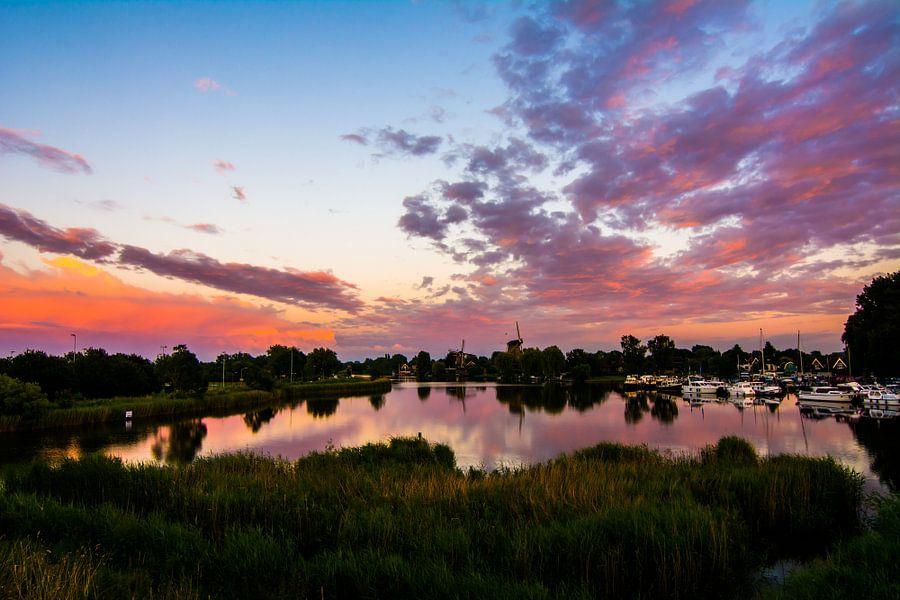 Weesper molens bij zonsondergang van Robin Voorhamm