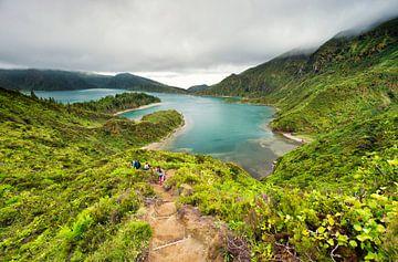 Hiken bij het 'meer van het vuur', Lagoa do Fogo, Azoren van Sebastian Rollé - travel, nature & landscape photography