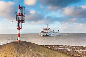 Veerboot Wagenborgen komt aan in de haven van Lauwersoog