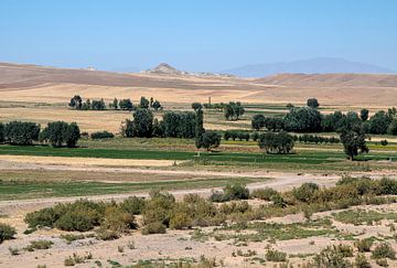 Iran: Landschap tussen Sar'eyn en Tabriz van Maarten Verhees