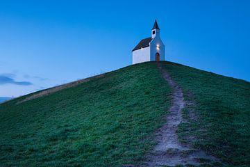 Église sur un monticule