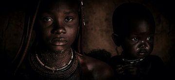 In de ogen van een Himba _ Sepia van Joris Pannemans - Loris Photography