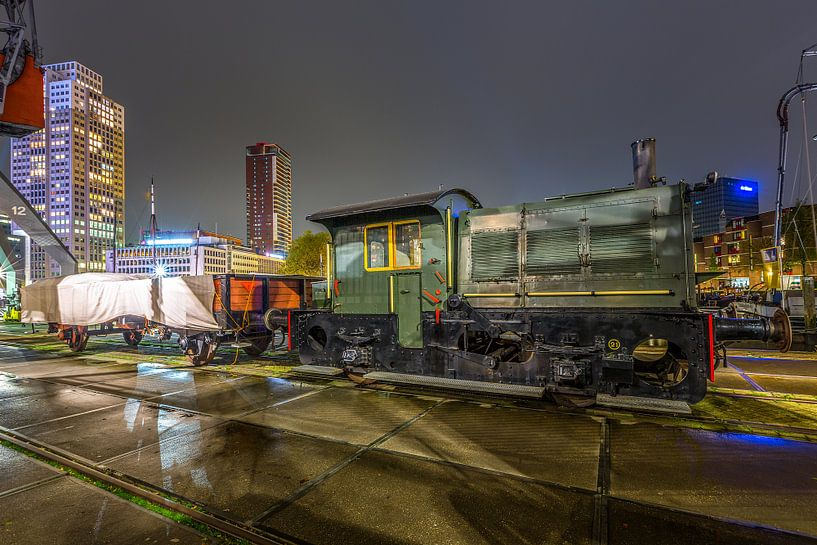 Train at Rotterdam centre van Gerrit de Groot