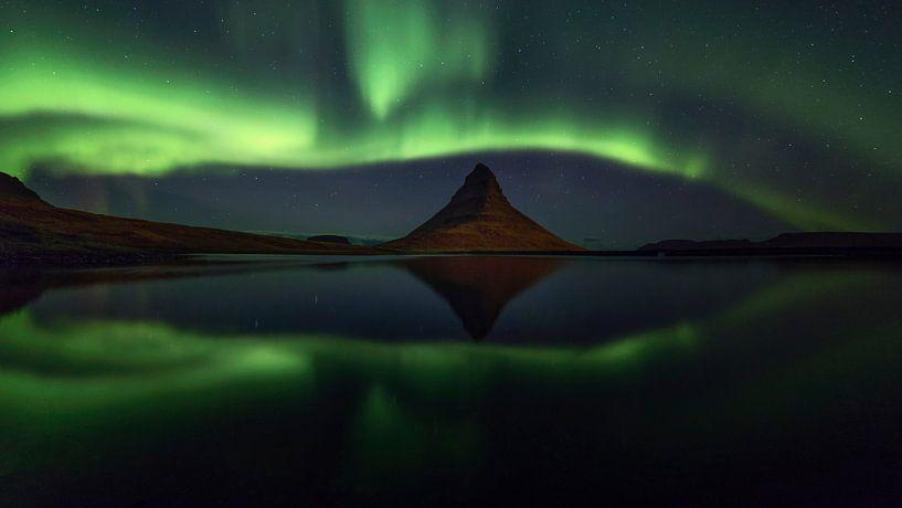 Noorderlicht panorama bij Kirkjufell 1 van Sven Broeckx