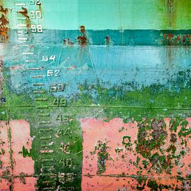 Kleurrijke scheepsromp met diepgangsmerk van Frans Blok
