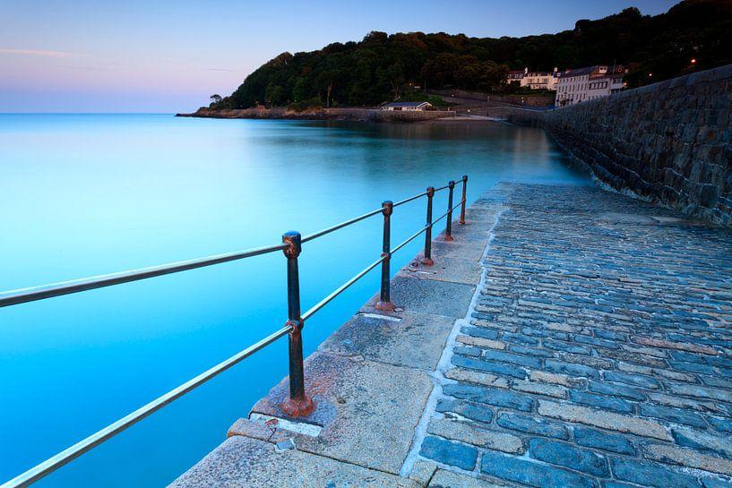 De kust van Guernsey van Ron ter Burg