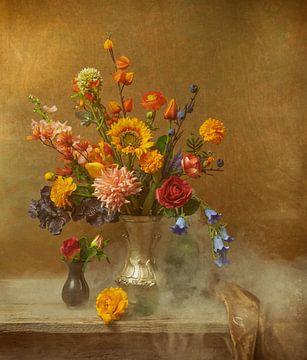Klassisches Blumenstillleben von Lisette Sloet