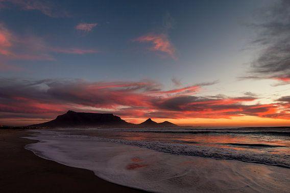 Table Mountain at Dusk van Mark Wijsman