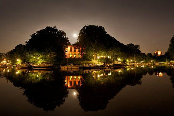 Stadsgracht en De Koperen Tuin bij nacht