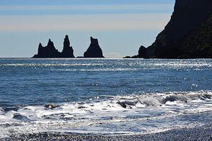 Schwarze Felsen im Meer von Marlies Reimering