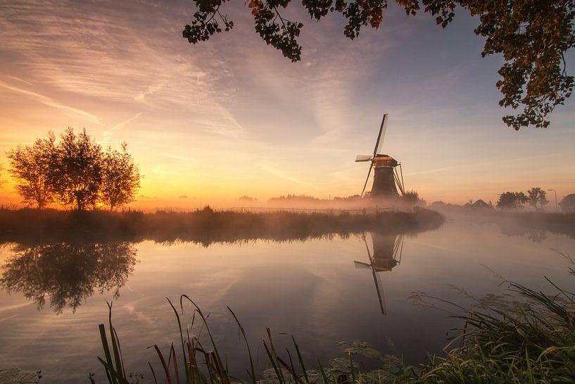 Zonsopkomst bij de boezem molen. van Ilya Korzelius