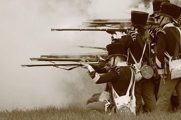 Mittelalterliche Soldaten schießen mit ihren Gewehren von Bobsphotography
