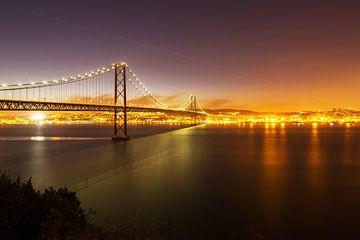 Lissabon - Ponte 25 de Abril van Frank Herrmann