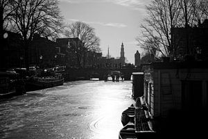 Bevroren Prinsengracht in de ochtendzon Amsterdam