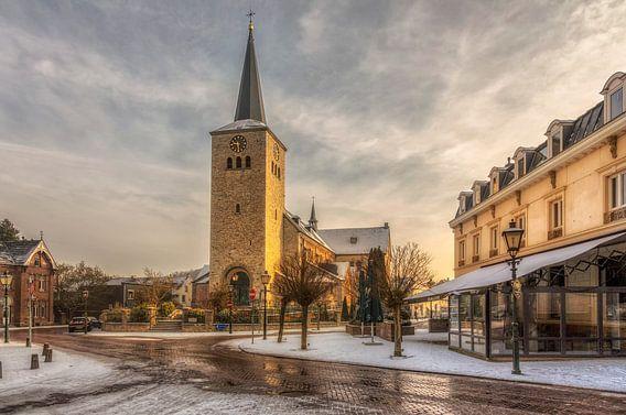 Zonsopkomst boven de Sint Remigiuskerk in Simpelveld