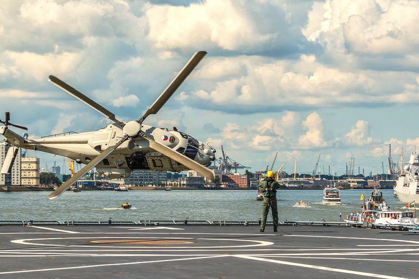 NH90 helikopter demonstratie in Rotterdam van Ilya Korzelius