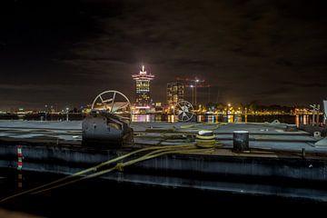 Nachtansicht über IJ See auf Amsterdam Lookout von Marc Wielaert
