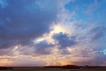 Wolkenlucht boven Waddenzee van Marian Merkelbach