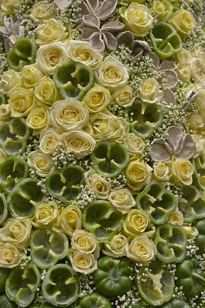 abstrakt kunstwerk van paprika's met rozen van Bert Bouwmeester