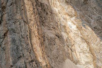 Pente montagneuse colorée dans le nord de l'Inde