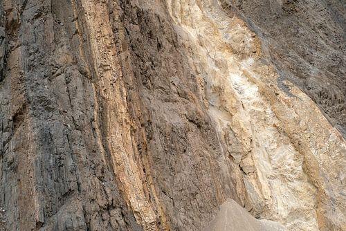 Kleurige berghelling in het Noorden van India