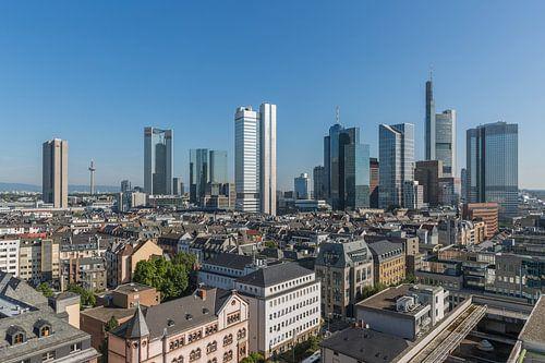 De skyline van Frankfurt in Duitsland van