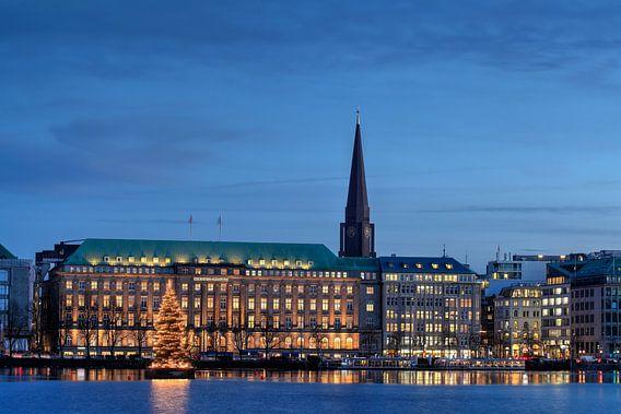 Ballin-Haus, Binnenalster, Firmensitz der Reederei Hapag-Lloyd, abenddämmerung, Weihnachtsbeleuchtun