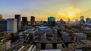 Rotterdam bij zonsondergang von Roy Poots