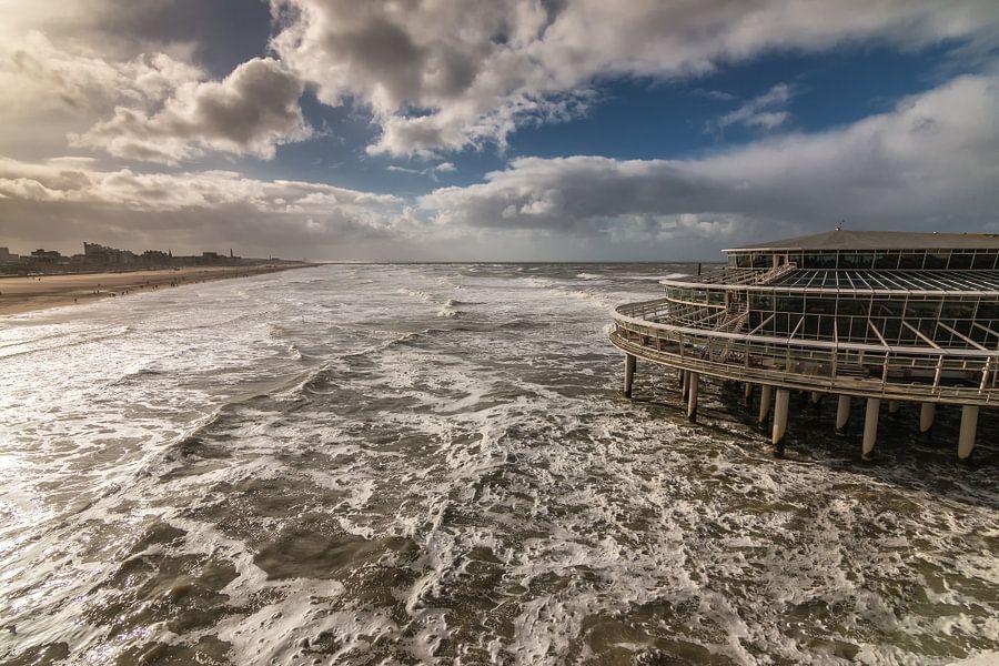 Ruige zee bij Scheveningen
