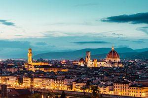 Die Kathedrale von Florenz und der alte Palast in Florenz am Abend