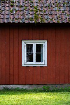 Typisch zweeds rood houten huis van Axel Weidner
