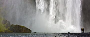 Panorama onderkant Skógafoss waterval te IJsland