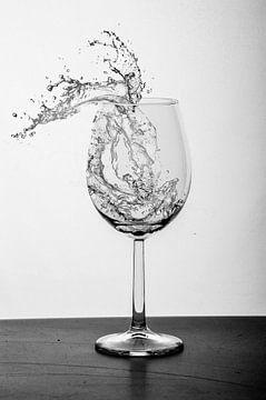 Wild water in een glas van Dominique van Ojik
