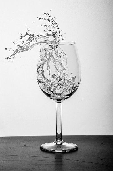 Wildes Wasser im Glas von Dominique van Ojik