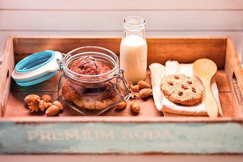 koekjes en melk van Silvio Schoisswohl
