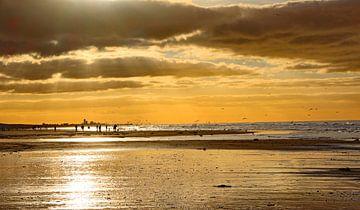 Katwijk aan Zee Serie - Hinter den Wolken..... von Wilma Overwijn