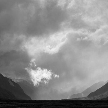 Eenzame wolken van Keith Wilson Photography