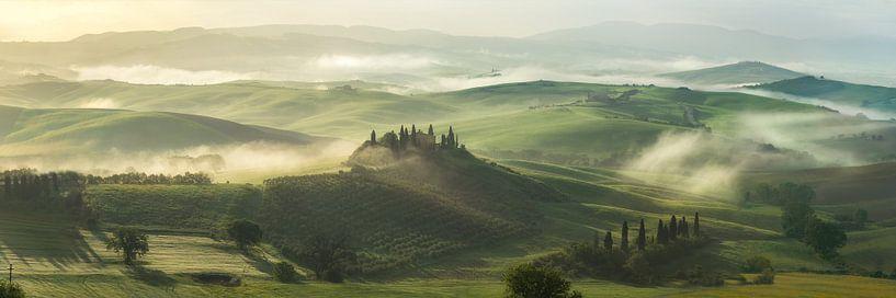 Toscaanse ochtend 1 van Edwin Mooijaart