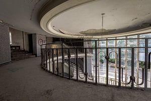 Decay staircase van