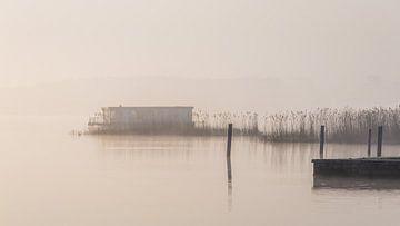 Das Zuidlaardermeer im Nebel von Marga Vroom