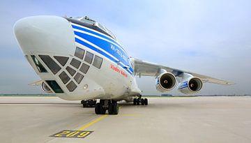 Vliegtuig Volga Dnepr Airlines RA-76950 van Inge van den Brande