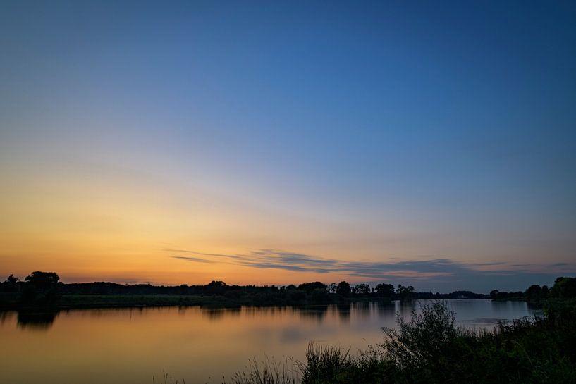 de Maas bij zonsondergang van Wim van der Wind