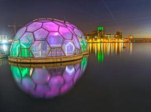Drijvend Paviljoen en zijn gekleurde verlichting