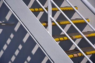 Stahltreppe auf der Fähre von Ingrid Bargeman