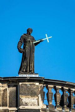 Skulptur auf dem Dach eines Gebäudes in Dresden von Rico Ködder