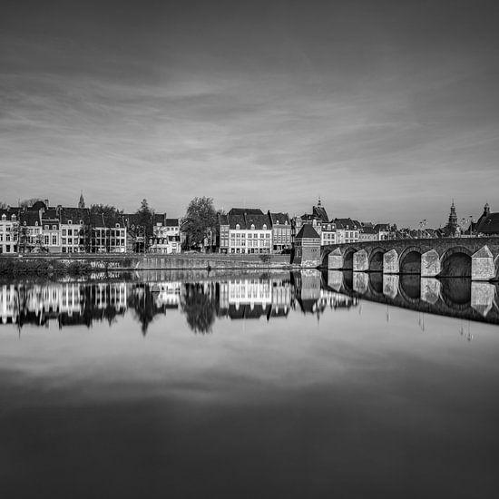 St.Servaos Brögk , Mestreech - Sint Servaas brug, Maastricht zwart-wit van Teun Ruijters