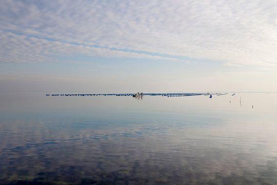 Spiegelend water bij de Brouwersdam