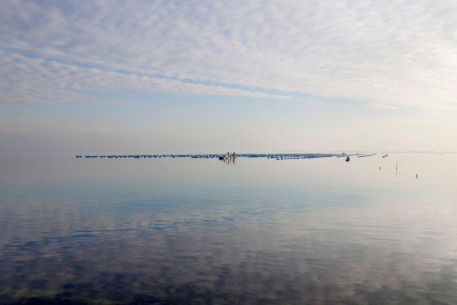 Spiegelend water bij de Brouwersdam van Rene  den Engelsman