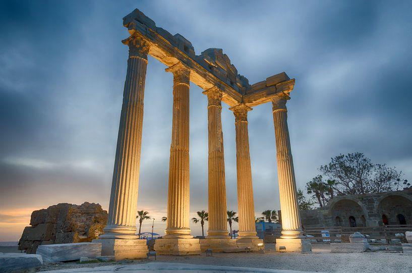 Temple au crépuscule sur Mark Bolijn