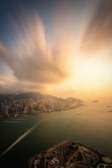 Hong Kong Sunset van Cho Tang